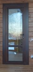 Деревянная балконная дверь с замком